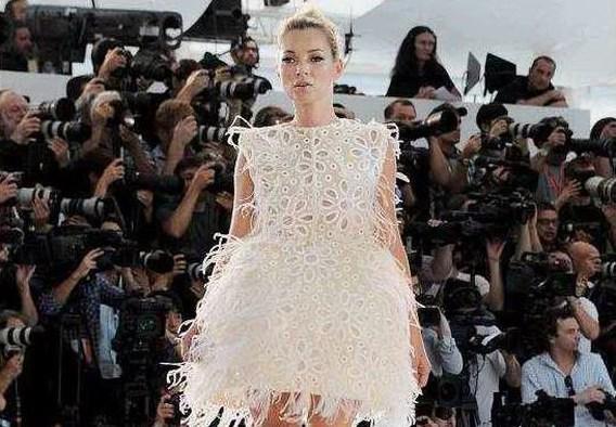 FOTOSPECIAL. Kate Moss sluit defilé Vuitton af