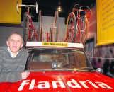 Freddy Maertens bij een Flandria-volgwagen.mhb