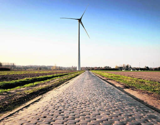 Windmolens langs de E40 in Gijzenzele.Bart Dewaele