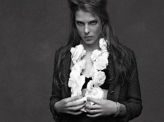 Karl Lagerfeld brengt hommage aan het iconische Chaneljasje