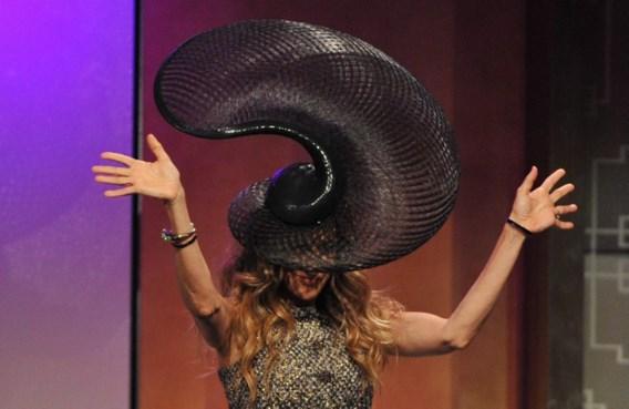 Sarah Jessica Parker toont hoe opvallend een hoed kan zijn