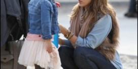 FOTOSPECIAL. Jessica Alba neemt dochters mee naar speeltuin