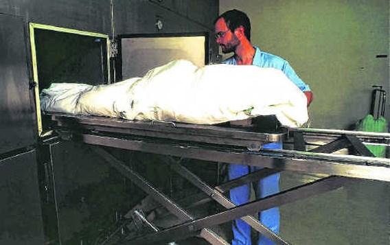 Dakloze man doet mortuarium ontdooien