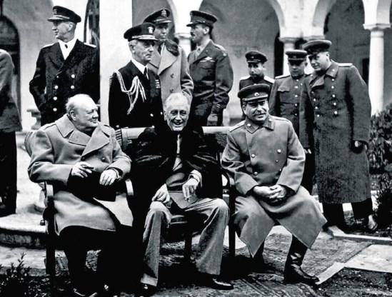 Spion Gevork Vartanian en zijn team verijdelden het plan van Adolf Hitler om de 'Grote Drie' van de geallieerden, (vlnr zittend) de Britse premier Winston Churchill, de Amerikaanse president Franklin Roosevelt en Sovjetleider Josef Stalin, eind 1943 in Ir