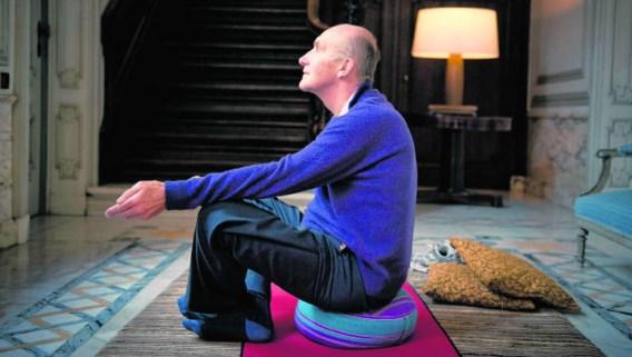 André Denys begint elke dag met een halfuurtje yoga. Joachim Dewilde