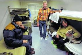 De opvangplaats is voorzien op daklozen met honden.pn