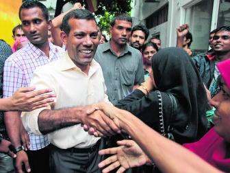 Mohamed Nasheed tussen zijn aanhangers.ap