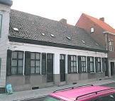 De negentiende-eeuwse arbeidershuisjes waren beschermd. if