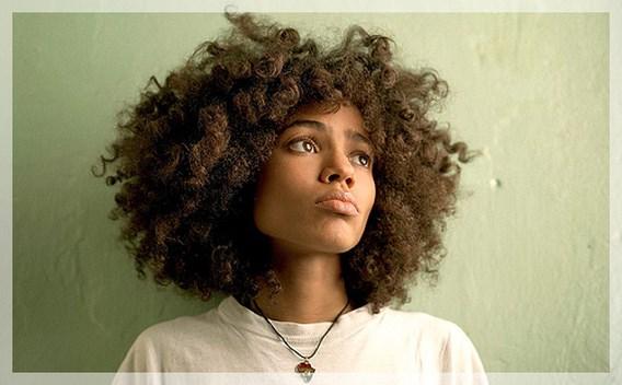 Bekijk Shining Star, de nieuwe videoclip van Nneka