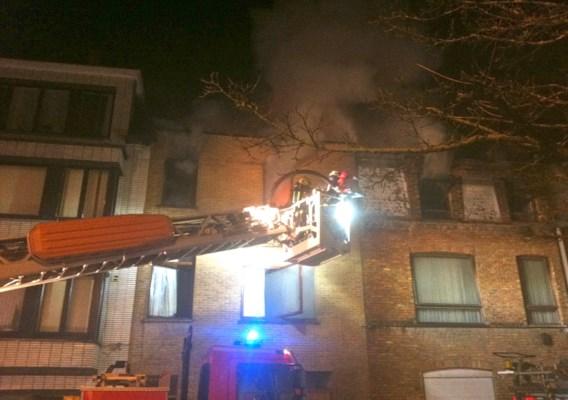 Twee rijhuizen vernield bij brand in Stuiverstraat in Oostende