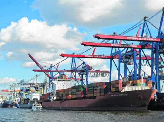 Een containerterminal in Hamburg. De haven van Hamburg verwerkte in het voorbije jaar 9 miljoen containers. Erik-Jan Ouwerkerk/Hollandse Hoogte
