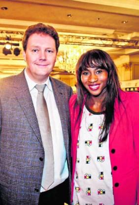 Gedeputeerde Jean-Paul Peuskens met atlete Elodie Ouedraogo. if
