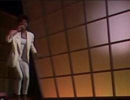 VIDEO. Whitney Houston zong in talkshow vrt
