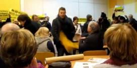TAK-leden verstoren BHV-debat met Wouter Beke
