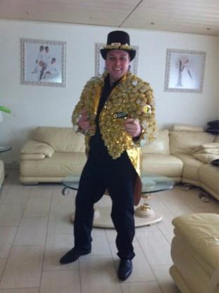 Frans Bauer twittert foto in carnavalspak