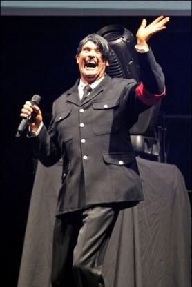 David Hasselhoff choqueert met Hitler-outfit
