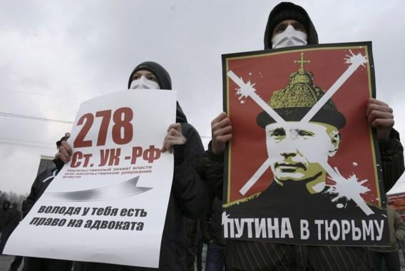 Duizenden betogers op straat tegen overwinning Poetin