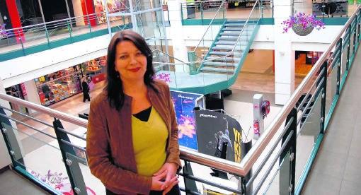 'We zijn bezig met een plan om de binnenkant van het shoppingcenter te verfraaien', zegt shoppingmanager Katrien Van der Fraenen.loh
