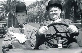 'Het verloren voorwerp' toont legendarische archieffilmpjes, deze aflevering over de auto. Bijvoorbeeld die van Laurel en Hardy.vrt