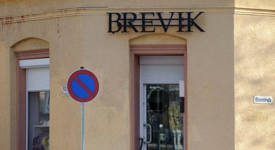 Rel over Brevik-kledingwinkel in Duitsland