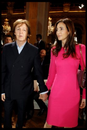 Paul McCartney uren vast in Eurostar
