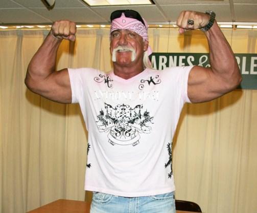 Hulk Hogan opent 'breastaurant' in Florida