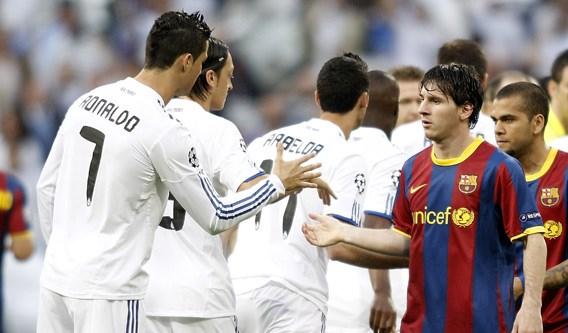 Steenrijk Anzhi: 'Willen Messi en Ronaldo'