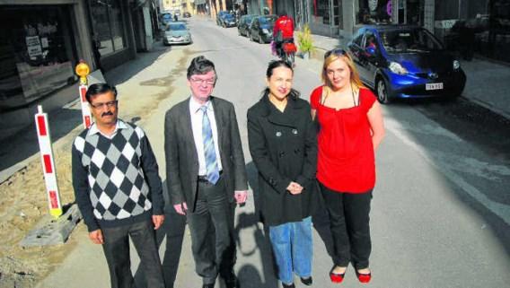 De handelaars die tot nog toe het hoofd boven water konden houden in de Budastraat, zien de nieuwe werkzaamheden met angst tegemoet.Ludo Ostijn