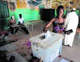 Naar de stembus in de hoofdstad Dakar.rtr