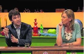 In de eerste aflevering van dit seizoen zijn onder meer Freek Braeckman en Annelies Van Herck de leerlingen in 'De klas van Frieda'. vrt