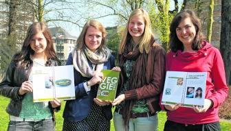 Jana Deschamps, Ruth Vanwynsberghe, Laurence Strubbe en Liesa Viaene stellen hun Veggiegids vor.Evelien Vantomme