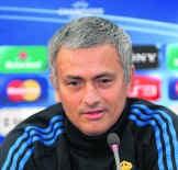 Real Madrid-coach José Mourinho: op zijn hoede voor APOEL.afp