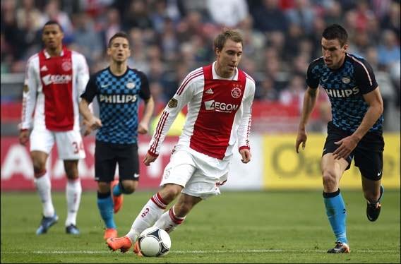 Ajax verplettert Heracles met 6-0 en wordt nieuwe leider