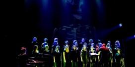 Tim Van Steenbergen kleedt zangeressen van Scala