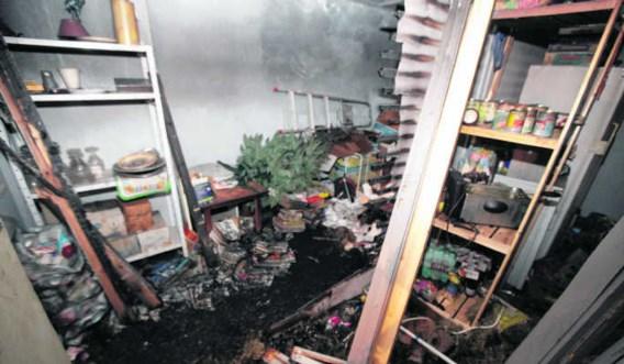 De schade bleef gelukkig beperkt tot rook- en waterschade in de kelder.Frederiek Vande Velde