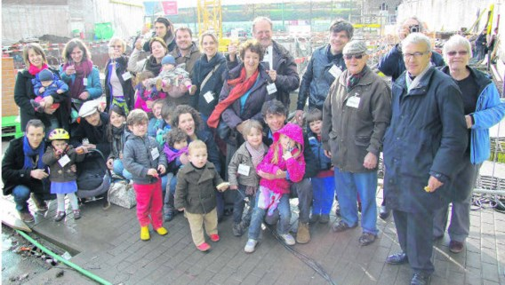 De toekomstige bewoners hielden vorige vrijdag al een klein feestje op de eerstesteenlegging van Brutopia.dbb