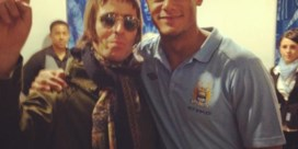 Liam Gallagher draagt lied op aan broer Noel en 'High Flying Smurfs'