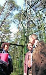 Ingrid Lieten met Jurgen Tack (Instituut voor Natuur- en Bosonderzoek) en professor Reinhart Ceulemans van de Universiteit Antwerpen. env