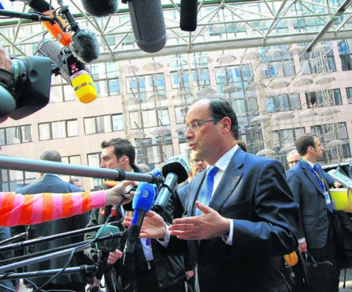 'Alles moet bespreekbaar zijn als het leidt tot meer groei', verklaarde François Hollande bij zijn aankomst in Brussel.Julien Warnand/epa