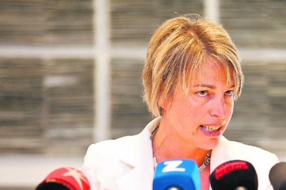 De Vlaamse minister van Leefmilieu, Joke Schauvliege, baseert zich op 'objectieve feiten, analyses en wetenschappelijke rapporten'. De reacties zijn niet mals. Olvier Vin/belga