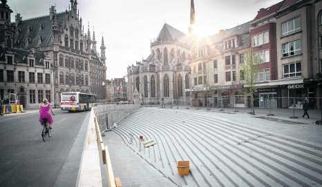 Het bijna afgewerkte Foch- of Rector De Somerplein in Leuven.