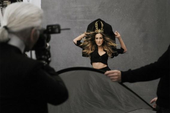 Bezoek de online expo van Chanels 'Little Black Jacket'