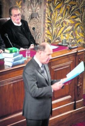 Bij de voorlezing van zijn Groot Dictee der Nederlandse Taal in Den Haag, 2009.