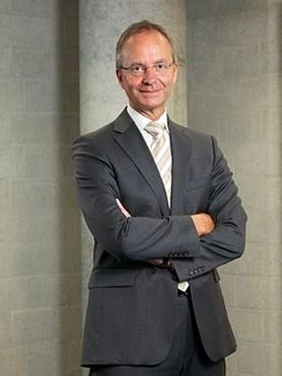Nederlandse VVD-minister Henk Kamp wordt verkenner