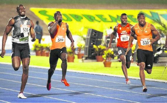 Yohan Blake (r.) klopt Usain Bolt (l.) tijdens de Jamaicaanse trials op de 200m. Greene: 'Blakes wedstrijden zijn meer verzorgd.'