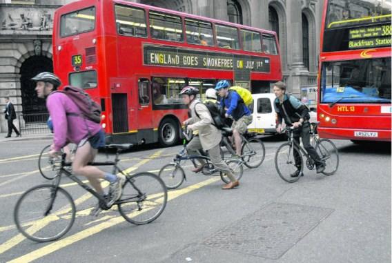 Met de fiets raak je in de drukke wereldstad Londen sneller én goedkoper op je bestemming.