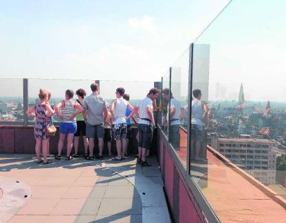 Het panoramisch terras van het MAS: gratis toegang.