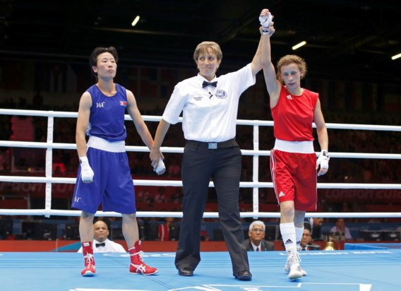 Elena Savelyeva wint eerste vrouwelijke olympische bokswedstrijd