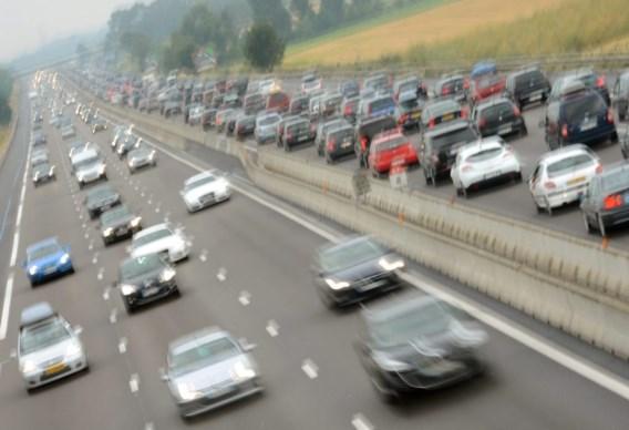 Belgische bus brandt uit op Franse snelweg