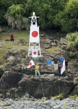 Japanse nationalisten hijsen vlag op Senkaku-eilanden